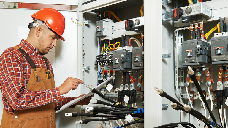 newequipment_4010_electrical_worker